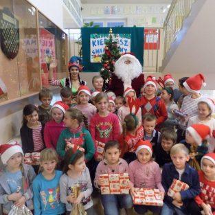 Niecodzienni goście w naszej szkole – Św. Mikołaj i Elf!